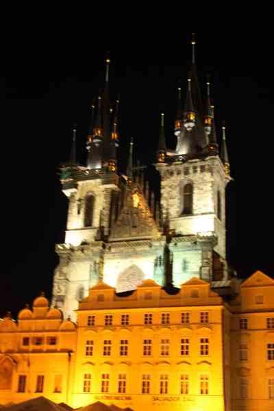 Iglesia de Tyn por la noche